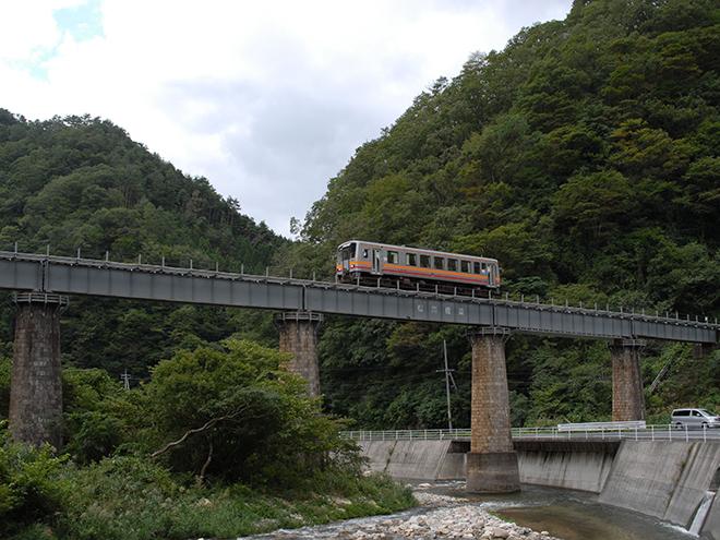 松ボウキ橋梁